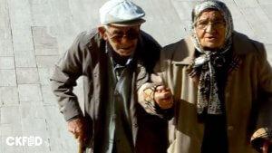 Birbirlerinden Destek Alarak Atatürk'ün Huzuruna Çıkan Yaşlı Çift