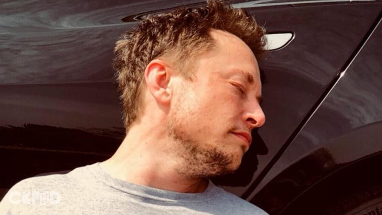 NASA: Elon Musk Bir Podcast'te Ot ve İçki İçmeyecek! - CKFeed