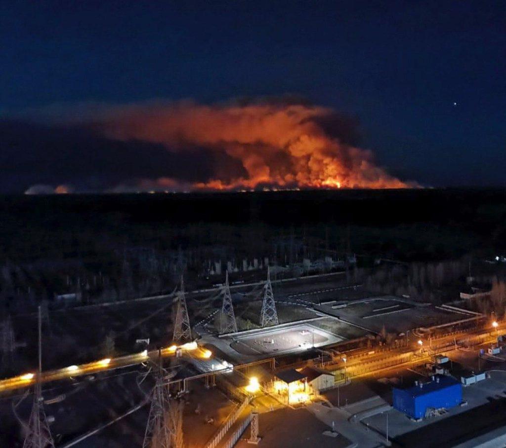 Dünya Büyük Bir Tehlike İçinde: Çernobil Yangını Nükleer Santrallerine İlerliyor!