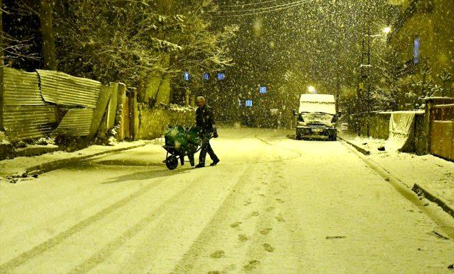 Kars Sarıkamış ilçesinde kar yağdı!