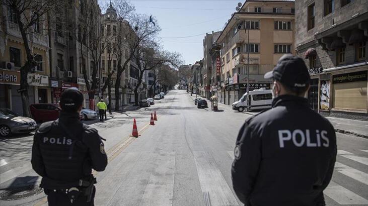 Sokağa Çıkma Yasağında Devriye Atan Türk Polisleri - Ramazan Bayramı'nda Sokağa Çıkma Yasağı Olacak Mı?