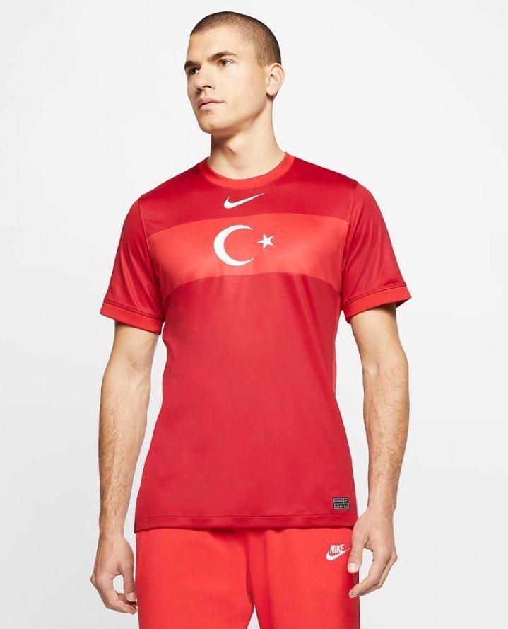 Eleştiri konusu olan Nike'ın Türkiye A Milli Takım 2020 forması - CKFeed Son Dakika haberleri